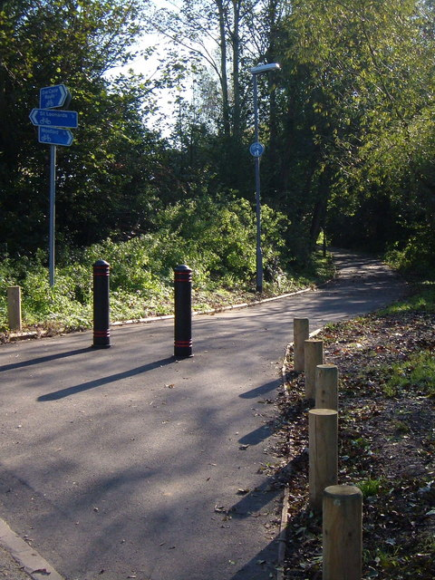 Newly-surfaced path, Riverside Valley Park, Exeter