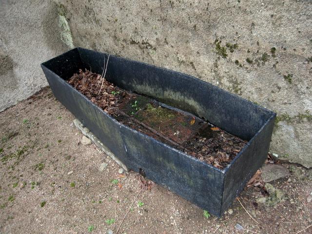 Iron coffin cover, Kirkton of Durris kirkyard