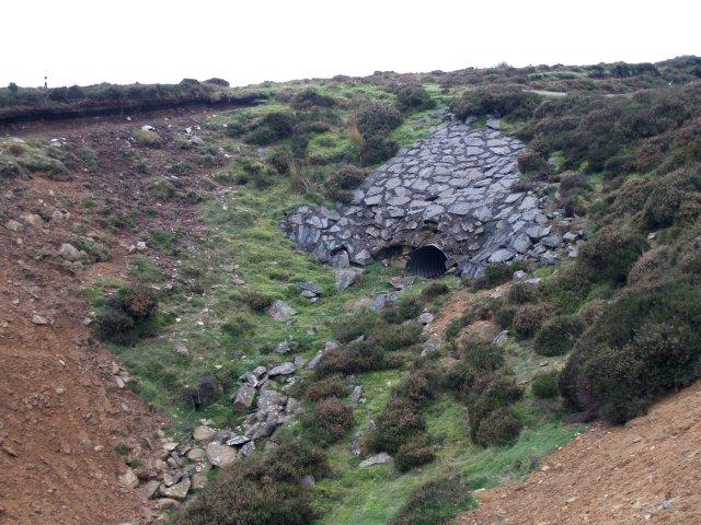 Embankment and culvert, Waddelscairn Moor