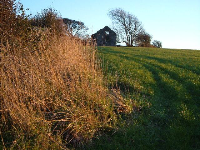 Ruined barn on Drunkards Hill