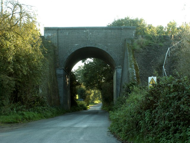 Railway bridge over Wheatsheaf Lane