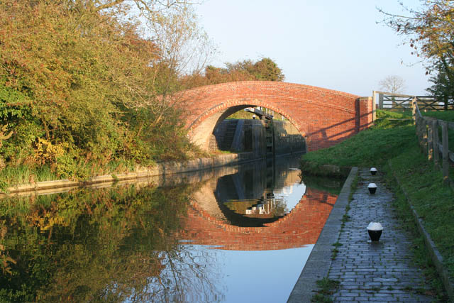 Turnover Bridge, Grand Union Canal