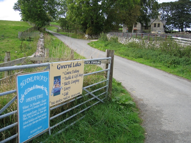 Lane to Gweryd Fishing Lakes