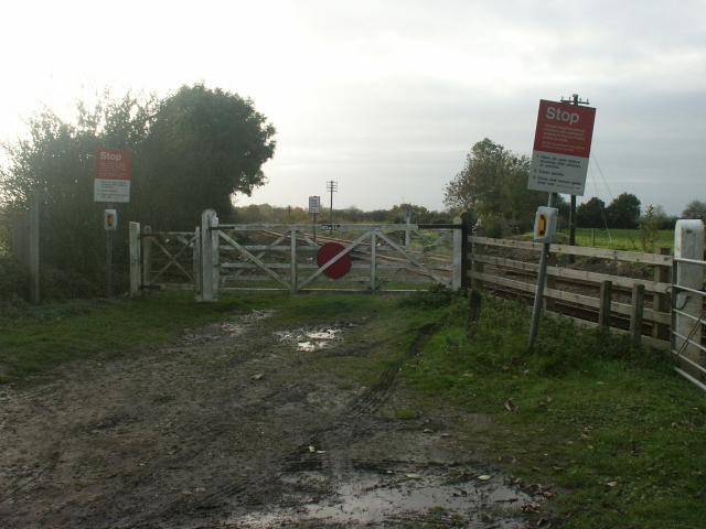 Level crossing, Slutshole Lane, Spooner Row