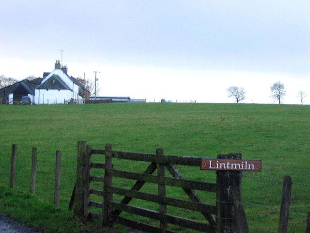 Farmland and entrance to Lintmiln Farm