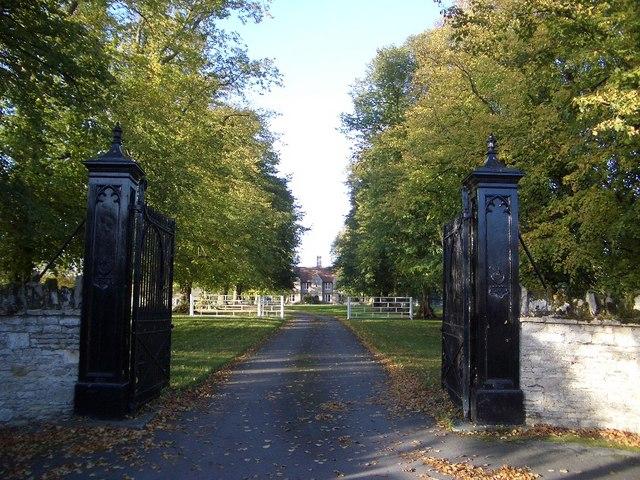 Entranceway to The Mansion, Harrold