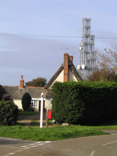 The cross road at Henham Microwave Tower