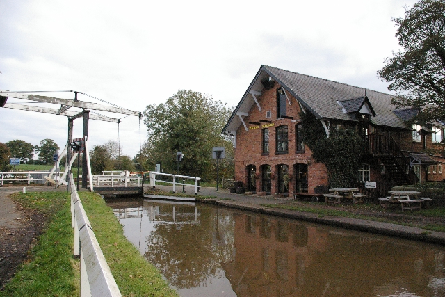 The Dusty Miller & Wrenbury Lift Bridge
