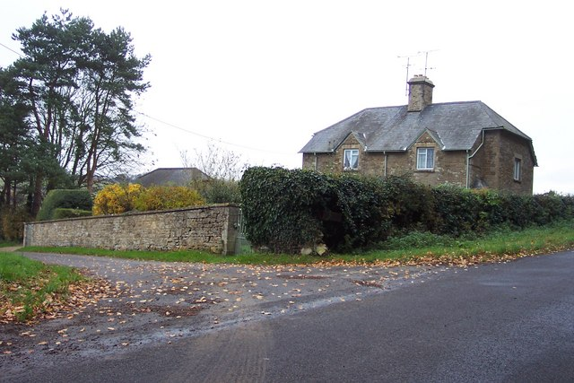 Cottages at the entrance to Slade Farm, Kingham