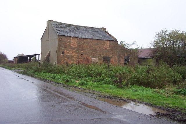 Derelict building at West Fen Farm