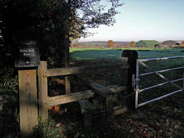Footpath to Wintry Park Farm, from Wintry Park House