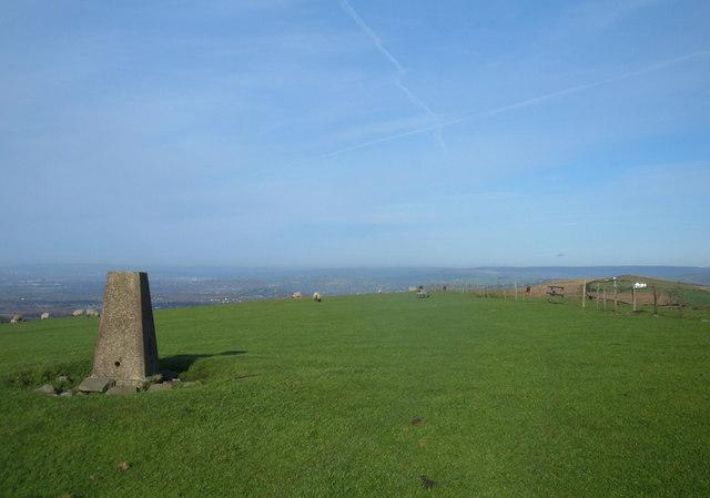 Sponds Hill Trig Pillar, 410 metres