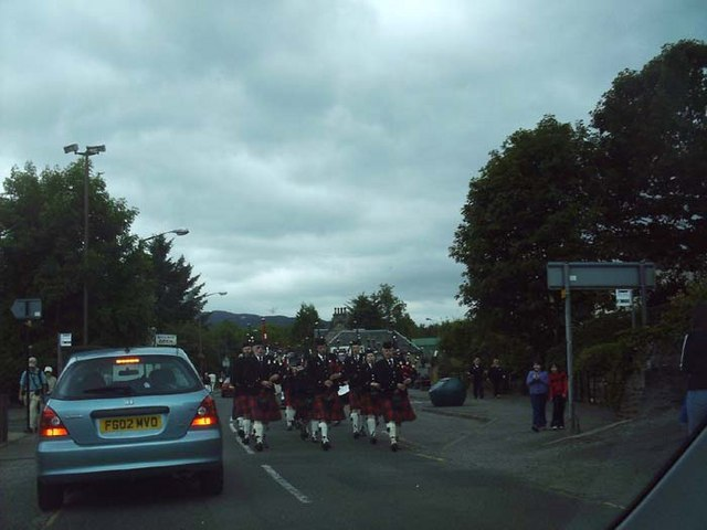Pipe band in Killin