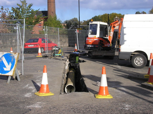 Laying the new gas pipe in Slateford Road