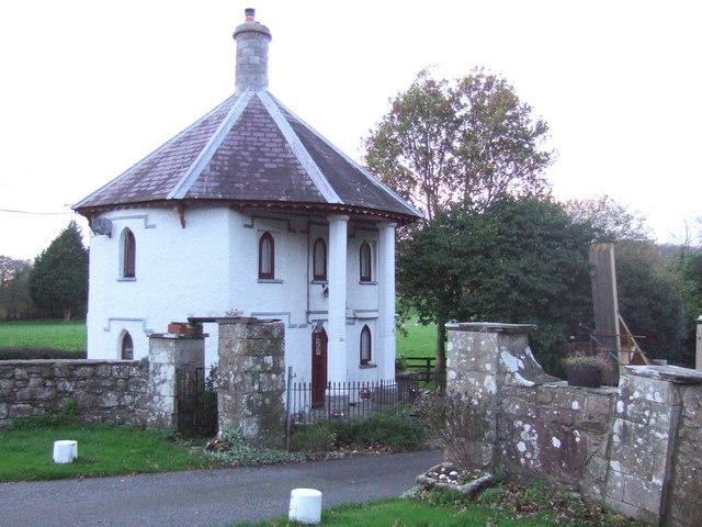 Circular lodge at Llwyngwair