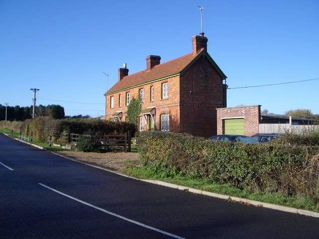 Snelson Cottages, Harrold Road, Lavendon