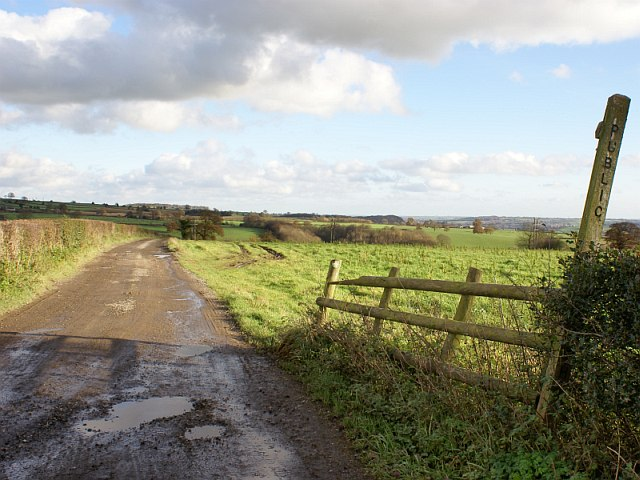 Track and footpath to Carrbrook Farm