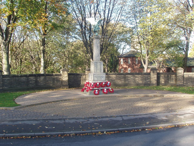 Knottingley Cenotaph, November 2005
