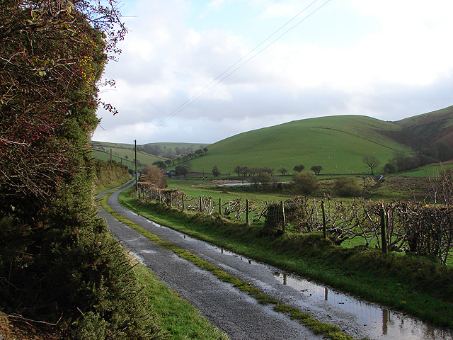 Lane through Cwm y Gledryd