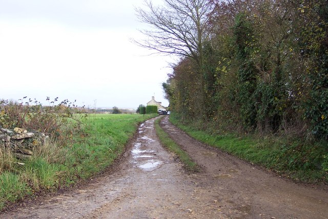 Track to the cottage at Ashwell Lodge.