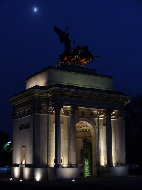 Moonrise over the Wellington Arch