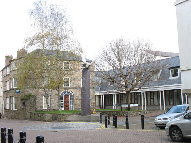 The Cofeb Llywelyn Ein Llyw Olaf Memorial and Council Offices on the East Side of Castle Street