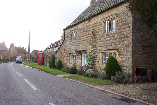Stone cottage and phonebox in Kingham