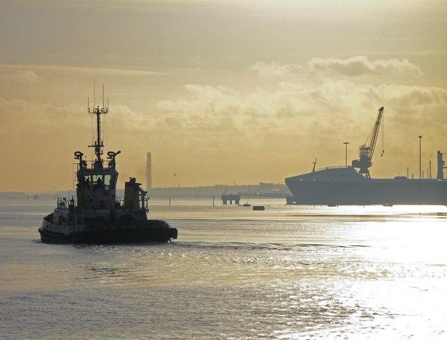 Southampton Harbour tug & hythe dock