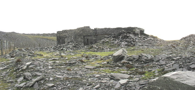 The ruins of Sied Twllymwg Shed