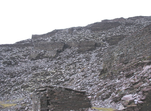 The western end of Ponc Twlldwndwr and the supporting wall of Abyssinia