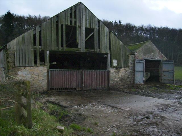 Farm buildings near Gilling East