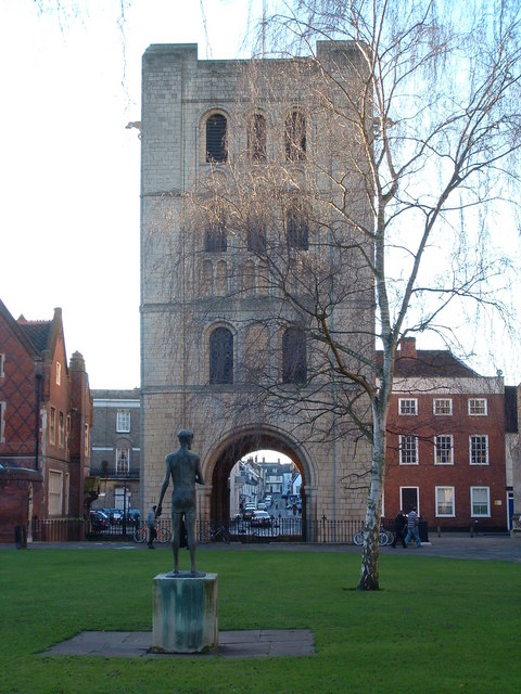 King Edmund Looking Through The Arch
