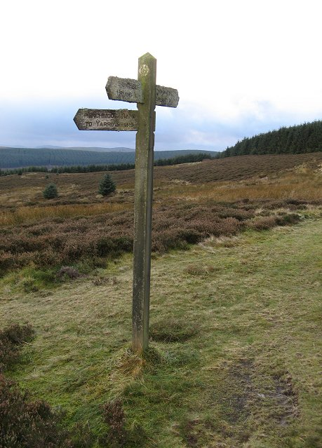 Minchmoor signpost