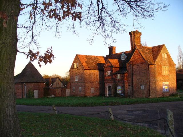 Derelict Farmhouse, Sutton Place