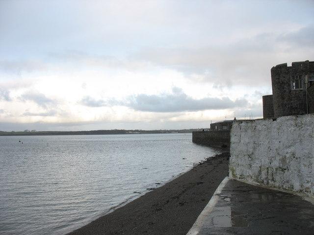 A December dawn at Porth yr Aur