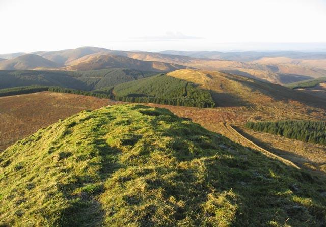 The summit ridge of Skelfhill Pen