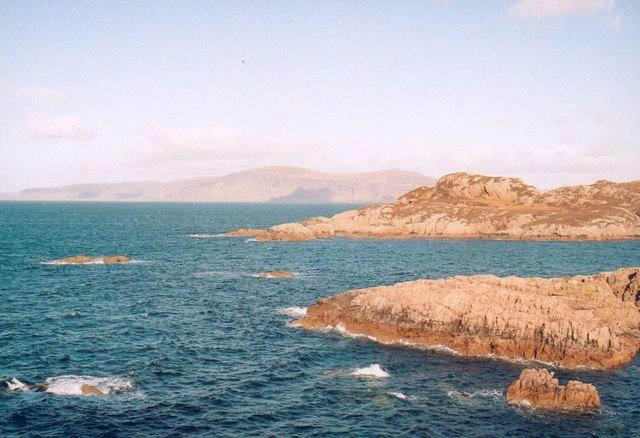 Rocky shoreline near Kintra