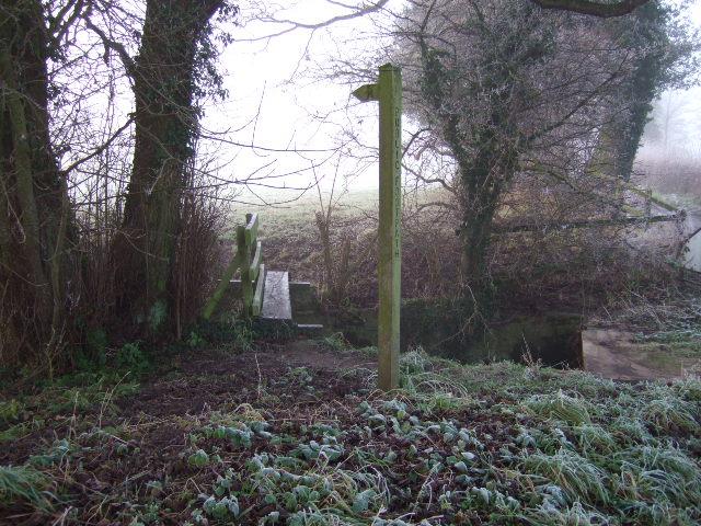 Footpath near Agnesmeadow Bridge
