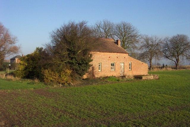 Abandoned cottage near Chestnut Farm