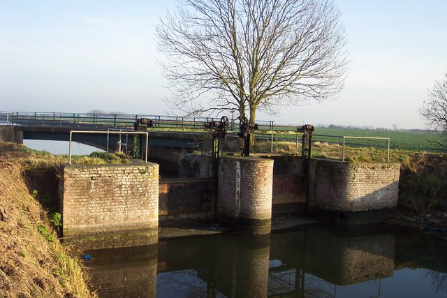 Sluice at Coy Bridge in the winter sunshine