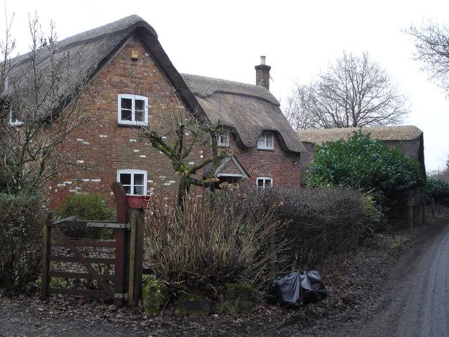 Houses opposite Hart's Copse