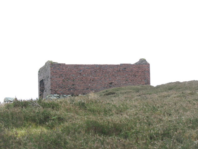 Roofless former Marconi building on the western summit of Cefn Du