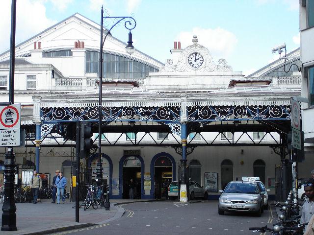 Brighton, Station