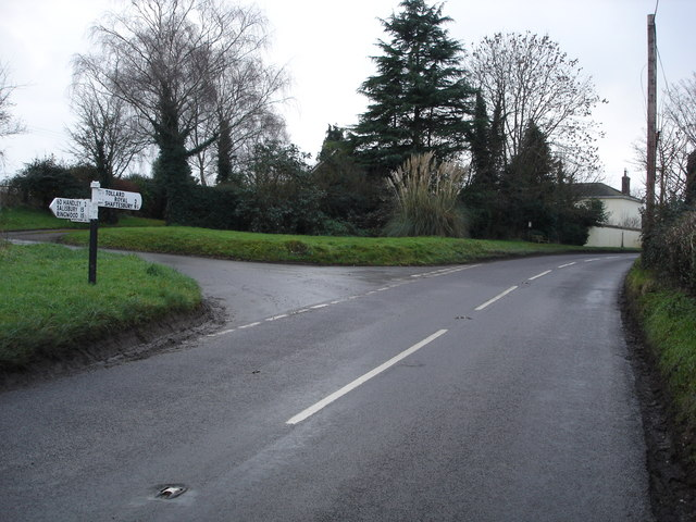 Junction to Dean at Woodcutts - B3081