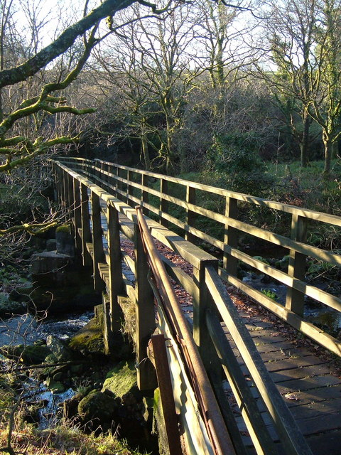 Footbridge at Standon Steps