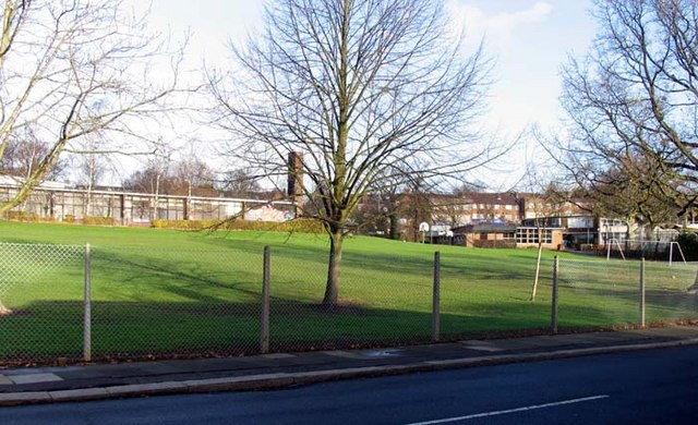Eversley United Kingdom  city photo : Eversley Primary School from Oakwood... C John Salmon :: Geograph ...