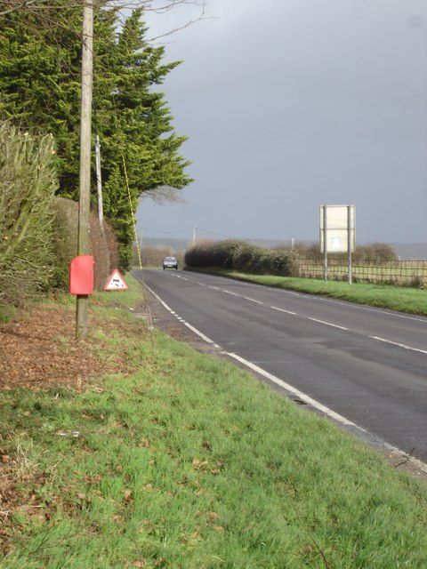 Shaftesbury Road goes past Hill Farm