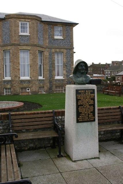 Henry Blogg statue, Cromer