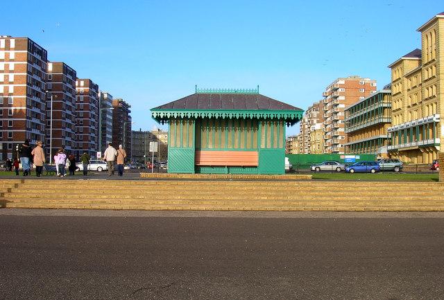 Shelter, Esplanade