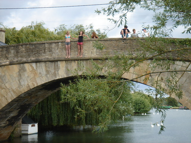 Ha'penny Bridge Lechlade